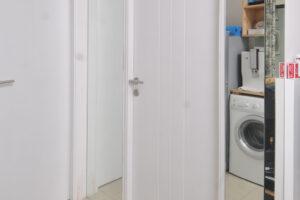 652643Membingkai-Pintu-dengan-Kilapnya-Cermin